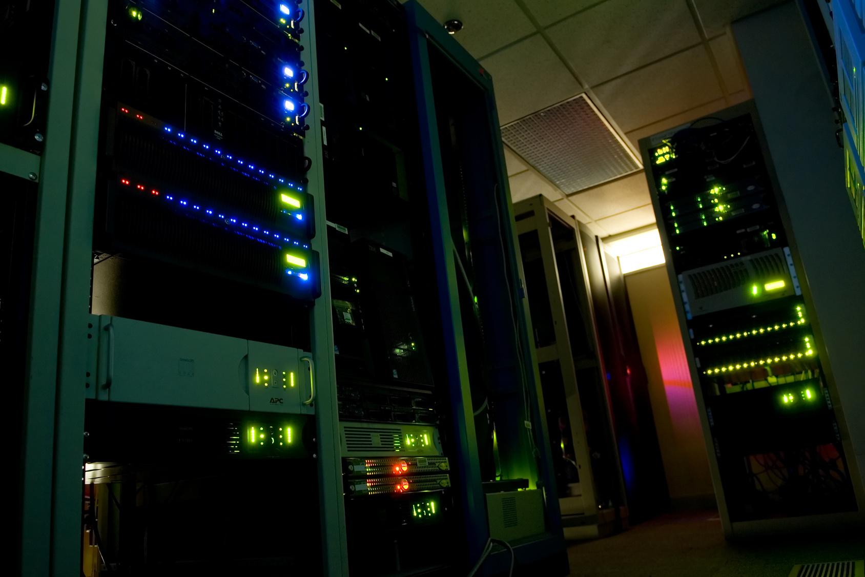 Grafik multiconnect-serverhousing und web-site-analyzer